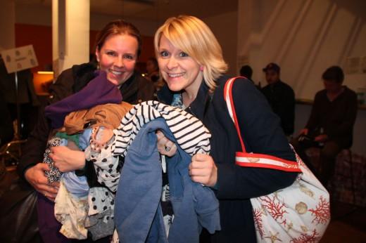 Kleidertauschparty, Spende für Flüchtlinge, BesucherInnen, Foto: Julia Lebedeva