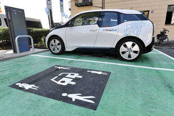 Klimaherbst: Wie künftig e-tanken? – Mit Windstrom an E-Ladeparks!